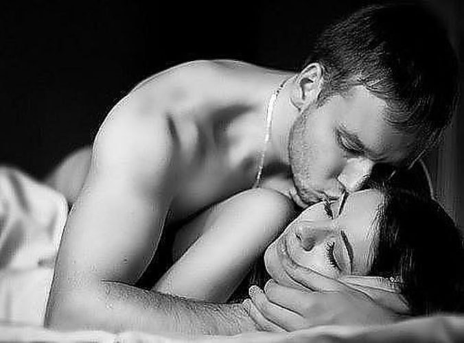 Обычно такие сновидения видят возможные или потенциальные партнеры, люди между которыми «пробежала искра» или возникла химия отношений.