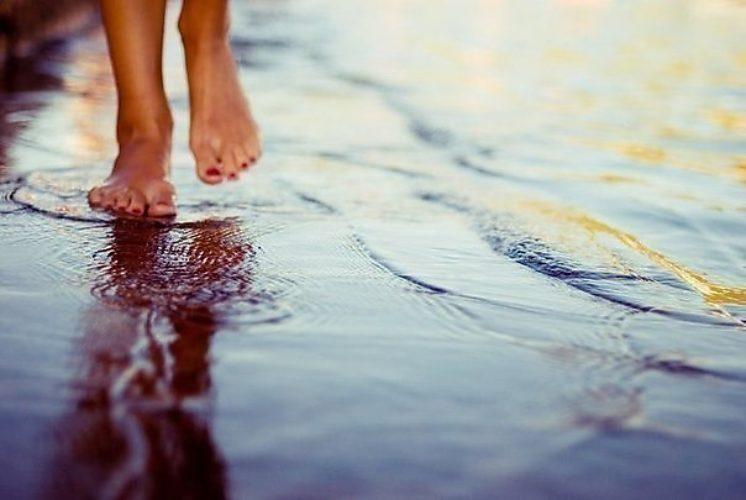 Если в вашем сне очень много грязной и мутной воды и вы идете по ней, это значит, что вас ждет большое разочарование или конфликт.