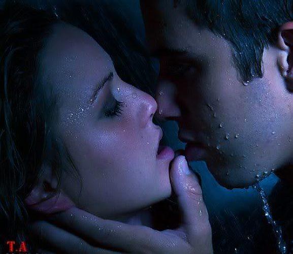 Картинка жаркий поцелуй на ночь