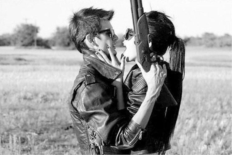 предлагал стать фото девушки наставившей пистолет на парня вдруг смотрю