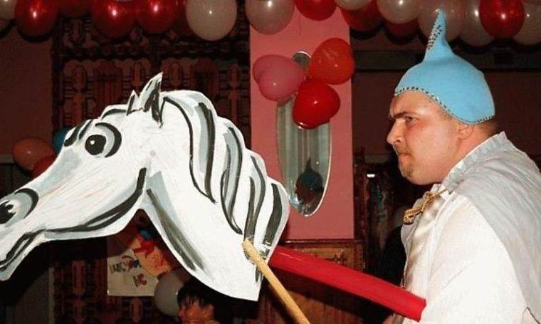 Возвращение, смешная картинка принца на коне